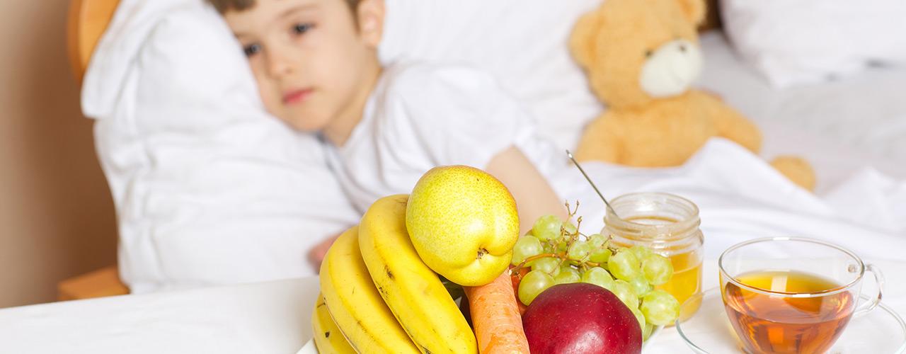 Diferentes frutas y verduras para niños enfermos