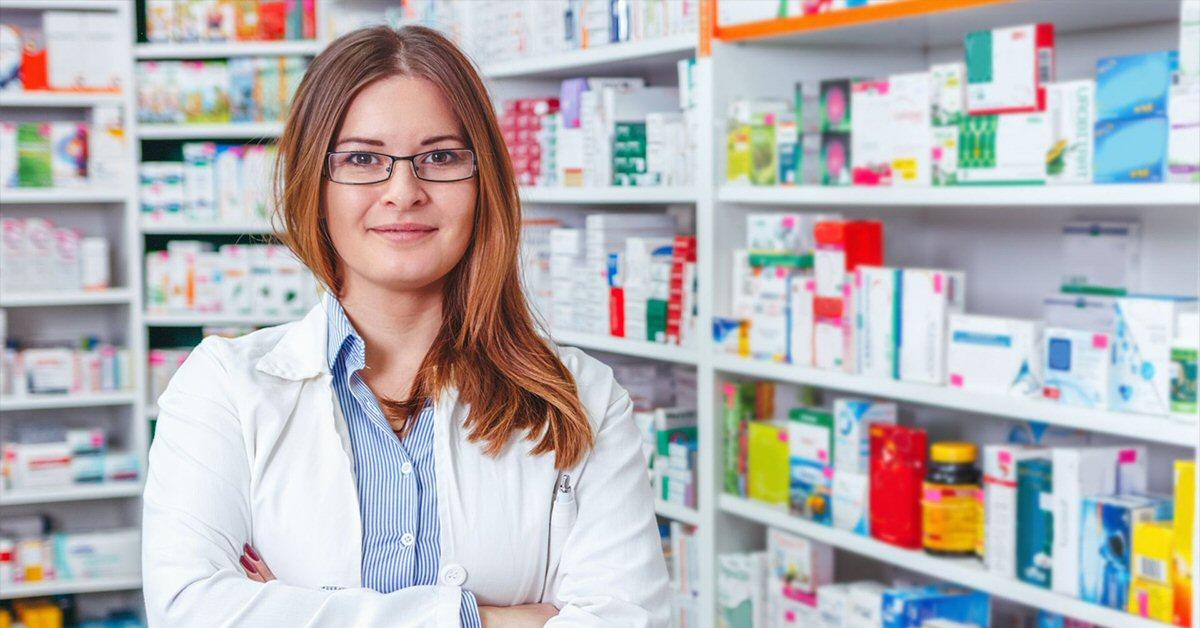 Mujer en la farmacia